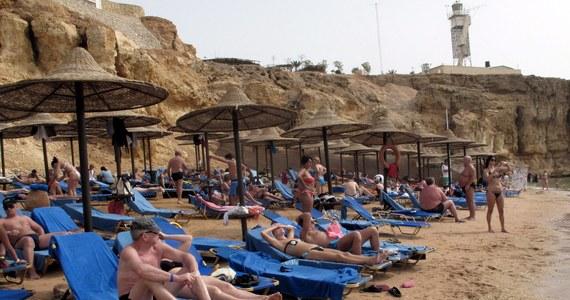 Najpóźniej we wtorek wróci do kraju grupa polskich turystów, która utknęła w Egipcie. Lot klientów biura Alfa Star został odwołany ze względów bezpieczeństwa. Według najnowszych informacji, w starciach między zwolennikami odsuniętego od władzy prezydenta Mohammeda Mursiego i siłami bezpieczeństwa zginęło już ponad 520 osób.