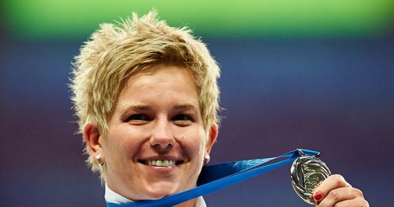 """Dwie kontuzje, dwa miesiące przerwy, ponad 1000 oddanych rzutów mniej w porównaniu z zeszłym rokiem, a i tak Anita Włodarczyk sięgnęła na Łużnikach po srebro mistrzostw świata, i to z rekordem Polski . Po zawodach Polka przyznała, że """"miała już czarne myśli""""."""