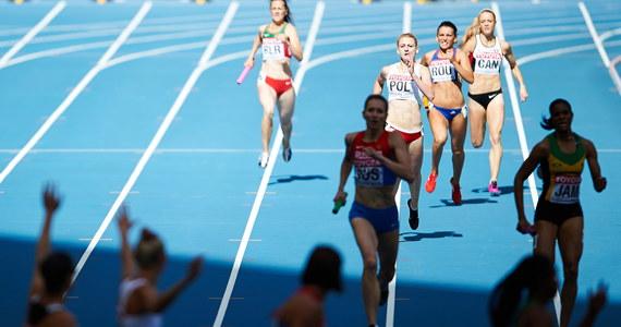 Polska sztafeta kobiet 4x100 m nie zdołała awansować do finału 14. lekkoatletycznych mistrzostw świata w Moskwie. W swojej serii eliminacyjnej Polki czasem 43,18 zajęły piąte miejsce, a w ogólnym bilansie dziesiąte. Nie powiodło się również sztafecie męskiej. Polacy zajęli piąte miejsce, a ostatecznie jedenaste.