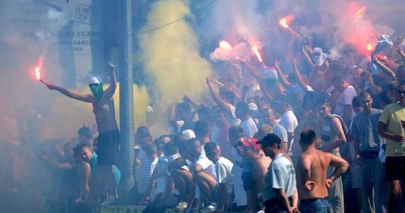 Wydział Dyscypliny Mazowieckiego Związku Piłki Nożnej nałożył na KS Łomianki karę w wysokości 500 złotych. Sobotni mecz tego klubu z Polonią Warszawa w 4. lidze został przerwany z powodu wybryków pseudokibiców. Wciąż nie podjęto decyzji w sprawie wyniku.