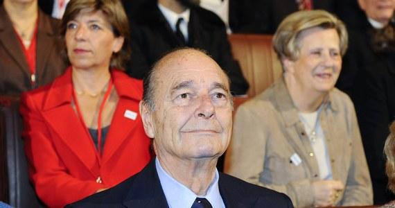 Żona i córka byłego prezydenta Francji Jacquesa Chiraca zakazały mu wychodzenia z domu -   ujawniają nadsekwańskie media. Według nich znacznie zaostrzyły się problemy neurologiczne, na które cierpi były szef państwa.