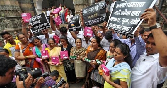 Indyjska policja aresztowała już wszystkich pięciu mężczyzn podejrzanych o dokonanie w Bombaju zbiorowego gwałtu na młodej fotoreporterce. Dwóch ostatnich zatrzymano w sobotę w nocy oraz dziś.