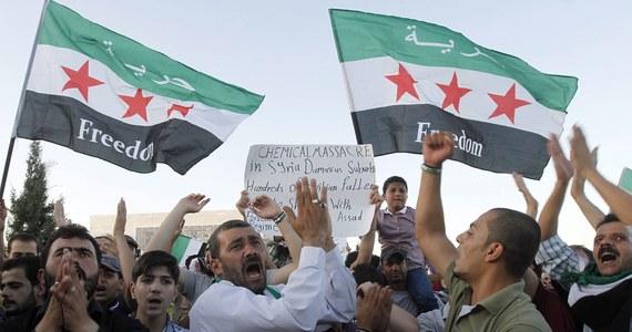 """""""To co media widzą w Europie to jest jedna tysięczna. (…) W Syrii trwa teraz walka przeciwko narodowi"""" - mówi w rozmowie z Grzegorzem Kwolkiem Mustafa Hasan. """"Liczymy na cały świat. (…) od dwóch i pół roku jesteśmy sami"""" - dodaje Muhamed Stańkowski. Syryjczycy mieszkający w Polsce są przerażeni ostatnimi informacji o ataku gazowym w Damaszku. Liczą na zbrojną interwencję Zachodu."""