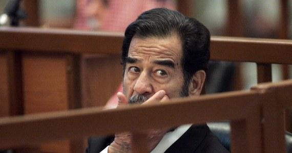 """CIA pomogła Irakowi pod rządami Saddama Husajna w przeprowadzaniu ataków chemicznych na pozycje irańskie w 1988 roku - ujawnił magazyn """"Foreign Policy"""". Gazeta powołuje się na odtajnione dokumenty CIA i świadectwa wysokich urzędników amerykańskich."""
