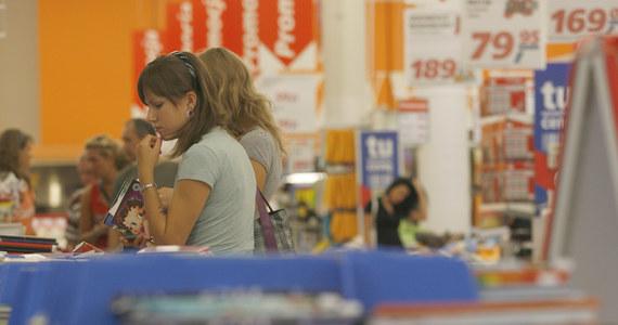 Urzędnicy nie wiedzą, komu należy się wyprawka szkolna, a rzecznik praw rodziców otrzymuje w związku z tym wiele skarg. Każdego roku spora część pieniędzy z programu na zakup podręczników wraca do budżetu państwa.