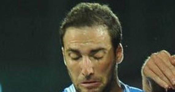 Argentyńczyk Gonzalo Higuain doznał poważnej kontuzji szczęki podczas wypadku, do którego doszło u wybrzeży Włoch, w rejonie wyspy Capri. Piłkarz Napoli przewrócił się na płynącym z dużą prędkością jachcie i uderzył twarzą o pokład.