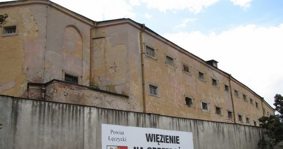 Jeśli masz wolne milion 220 tysięcy złotych, możesz kupić… więzienie w Łęczycy w Łódzkiem. Taka okazja już może się nie trafić, bo cena spadła o pół miliona złotych w stosunku do pierwszej oferty sprzedaży. Zabytkowe budynki z XVIII i XIX wieku przez ponad 200 lat odgradzały uczciwych mieszkańców od więźniów.