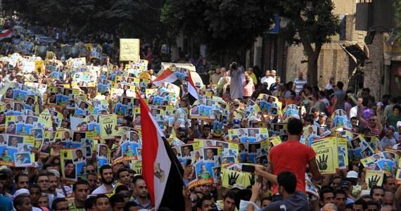 Sześć osób zginęło w różnych miastach Egiptu w trakcie demonstracji zwolenników obalonego islamistycznego prezydenta Mohammeda Mursiego - poinformowały egipskie władze bezpieczeństwa. Według nich co najmniej 50 osób odniosło obrażenia, a ponad 20 aresztowano.