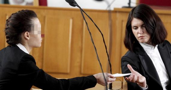 """""""Proszę o uniewinnienie. To był wypadek"""" - to słowa Katarzyny W. wypowiedziane w sądzie w Katowicach. Kobieta zabrała głos po kilkugodzinnej mowie swojego obrońcy. Powiedziała zaledwie kilka zdań. Przeprosiła i jak dodała jest niewinna, bo nie zabiła swojego dziecka. We wtorek około 11.30 ogłoszony ma zostać wyrok."""