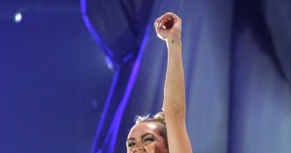 """O jej kontrowersyjnym występie mówił cały świat. Teraz głos w sprawie koncertu na MTV Video Music Awards zabrała sama zainteresowana. Miley Cyrus, znana wcześniej jako Hannah Montana, twierdzi, że sama """"stworzyła historię""""."""