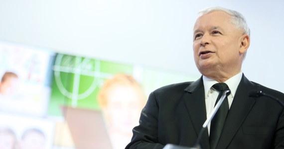"""Po 1989 r. mechanizm selekcji negatywnej, charakterystyczny dla komunizmu, przeniósł się do biznesu - mówi """"Rzeczpospolitej"""" prezes PiS Jarosław Kaczyński. Według Kaczyńskiego duży i średni biznes, ale też ten mały w wielu przypadkach nadal stanowi przystań dla ludzi dawnego systemu."""