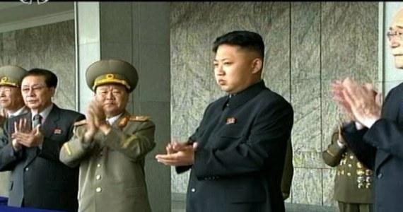"""Przywódca Korei Północnej Kim Dzong Un ma małą córeczkę – zdradził w wywiadzie dla wydania brytyjskiego dziennika """"Guardian"""" Dennis Rodman. Były gwiazdor amerykańskiej koszykówki odwiedził komunistyczną Koreę Północną."""