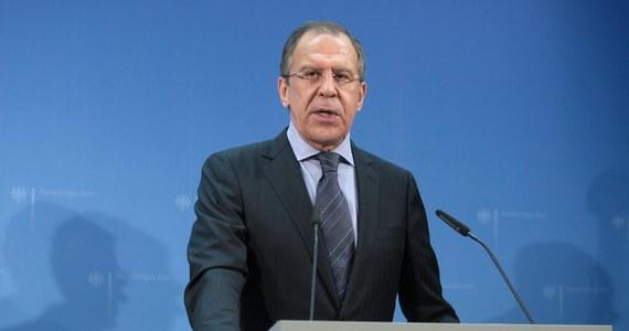 """Rosja wzywa Syrię, by zgodziła się na objęcie broni chemicznej kontrolą międzynarodową, jeśli pozwoli to uniknąć ataku na Damaszek. Ofertę w tej sprawie Moskwa przekazała MSZ Syrii. Szef dyplomacji Walid el-Mualim już oświadczył, że Damaszek przyjmuje propozycję z zadowoleniem, chwaląc jednocześnie Rosję za dążenie do zapobieżenia """"amerykańskiej agresji""""."""