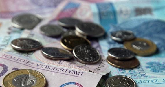 O prawdziwym szczęściu w nieszczęściu może mówić pracownica jednego z kantorów w powiecie legnickim na Dolnym Śląsku. Podczas wymiany euro na złotówki zamiast 20 tys. złotych wypłaciła… 200 tys. Uczciwy klient, gdy zauważył pomyłkę, zwrócił pieniądze.