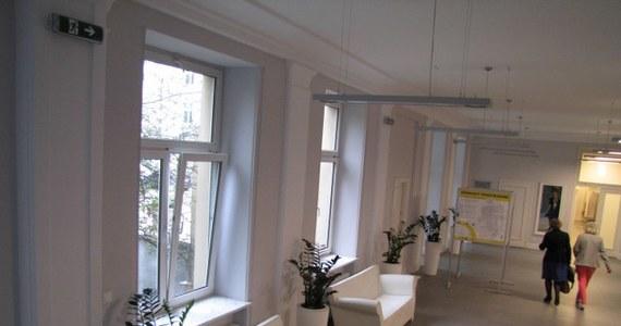 Odnowiony korytarz do gabinetu zafundowała sobie prezydent Łodzi-Hanna Zdanowska. Przebudowa kosztowała prawie 220 tys. złotych. To - obok remontu holu za 450 tys. złotych - drugi tak kosztowny wydatek zaledwie w ciągu roku w magistracie.