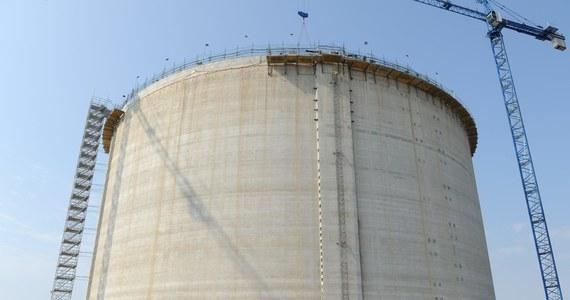 Opóźnia się oddanie do użytku terminalu gazu skroplonego LNG w Świnoujściu. Minister Skarbu Państwa podpisał nowy harmonogram budowy, który zakłada oddanie terminalu aż o pół roku później niż planowano.