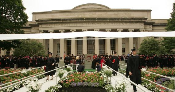 Massachusetts Institute of Technology, Harvard oraz Cambridge uznano za najlepsze uniwersytety na świecie według Quacquarelli Symonds (QS), brytyjskiej firmy, która co roku publikuje ranking 200 najlepszych uczelni wyższych na świecie. Polskie uczelnie nie znalazły się w tym zestawieniu. Uniwersytet Warszawski zajął dopiero 338 miejsce, a Uniwersytet Jagielloński - 376.