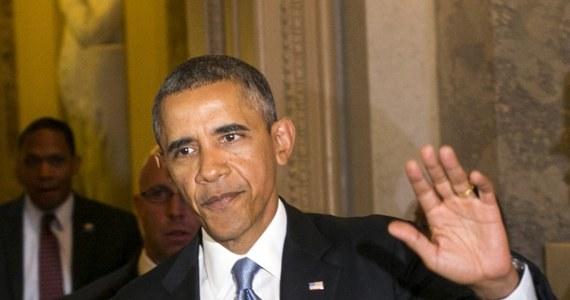 Prezydent USA Barack Obama poprosił liderów Kongresu o odłożenie głosowania nad amerykańską interwencją w Syrii. Chce w ten sposób dać czas Rosji na nakłonienie Damaszku do zrezygnowania z broni chemicznej - poinformowali amerykańscy senatorzy.