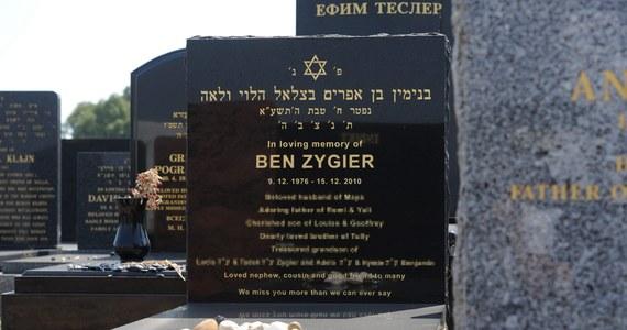 Izrael wypłaci  4 mln szekli, czyli 1,1 mln dolarów, odszkodowania rodzinie Bena Zygiera, imigranta z Australii i byłego szpiega Mosadu. Tak wynika z komunikatu izraelskiego resortu sprawiedliwości. Mężczyzna popełnił samobójstwo w izraelskim więzieniu w 2010 roku.