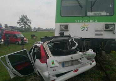 Zmiażdżone auto po wypadku na przejeździe