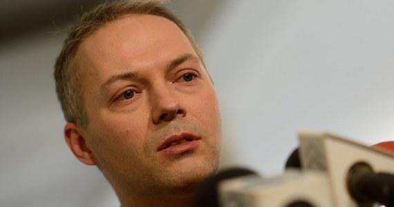 Poseł Jacek Żalek odchodzi z szeregów Platformy Obywatelskiej. Poinformował o tym na czwartkowej konferencji prasowej w Sejmie. Jak twierdzi odchodzi z PO, ponieważ nie chce walczyć z własną partią, a chce walczyć o postulaty, których realizację obiecał swoim wyborcom.