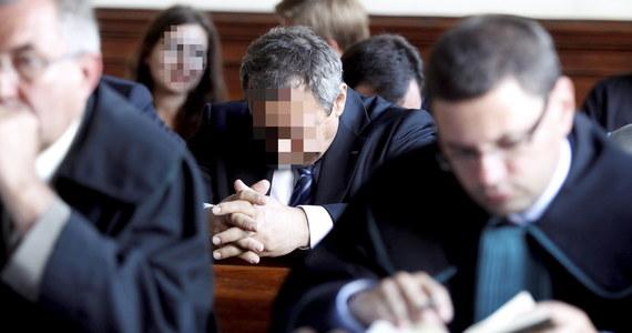 Największy proces korupcyjny dotyczący polskiego górnictwa rozpoczęty. Prokurator zaczął w katowickim sądzie odczytywać akt oskarżenia dotyczący 25 osób, które łącznie miały wziąć trzy miliony złotych łapówek.