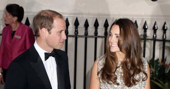 Książę William i księżna Catherine po narodzinach syna powracają do życia publicznego. Powróciła tez inna ważna osoba. Książęca para zatrudniła sprawdzoną nianię, która opiekowała się księciem Williamem, gdy ten był dzieckiem.