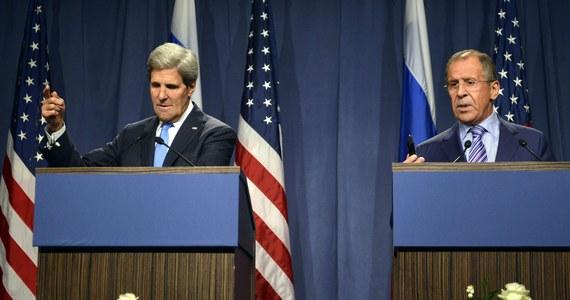 """Sekretarz stanu USA John Kerry określił rozmowy w Genewie z rosyjskim ministrem spraw zagranicznych Siergiejem Ławrowem w sprawie syryjskiej broni chemicznej  jako """"konstruktywne"""". Według źródeł amerykańskich, rozmowy są obecnie w """"punkcie zwrotnym""""."""
