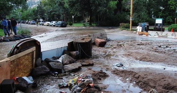 Co najmniej cztery osoby zginęły na skutek powodzi, jakie nawiedziły południowe i  i wschodnie rejony stanu Kolorado - poinformowały w piątek władze stanowe. Los 80 osób jest nieznany.