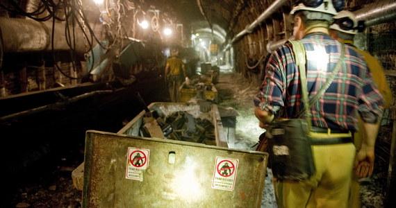 Śmiertelny wypadek w kopalni Sobieski w Jaworznie na Śląsku. Na nocnej zmianie zginął tam górnik, który został przysypany węglem. Dwóch innych zostało lżej rannych. Informację o zdarzeniu otrzymaliśmy na Gorącą Linię RMF FM.