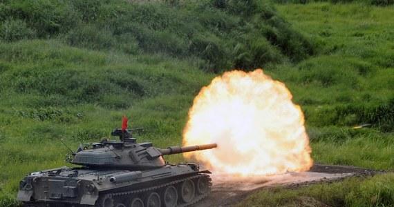 Polscy wojskowi nie dostali zaproszenia, aby uczestniczyć w roli obserwatorów w rozpoczynających się jutro wielkich rosyjsko-białoruskich manewrach Zachód-2013 - dowiedział się reporter RMF FM. Polska nie jest jedynym krajem. Minister obroni Estonii twierdzi, że zaproszenia nie dostały także państwa nadbałtyckie.