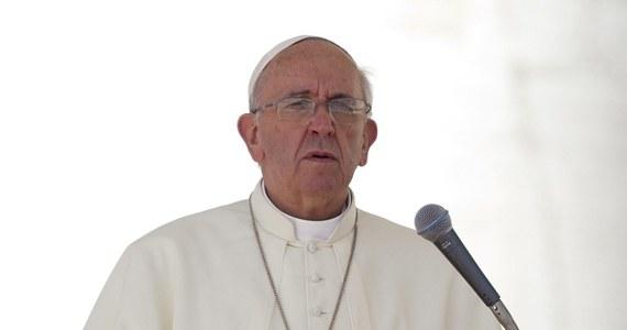 Papież Franciszek powiedział, że kobiecie, która poddała się aborcji i która szczerze tego żałuje, należy się miłosierdzie. W obszernym wywiadzie dla pism jezuickich stwierdził, że Kościół nie może naciskać tylko na kwestie aborcji i antykoncepcji.