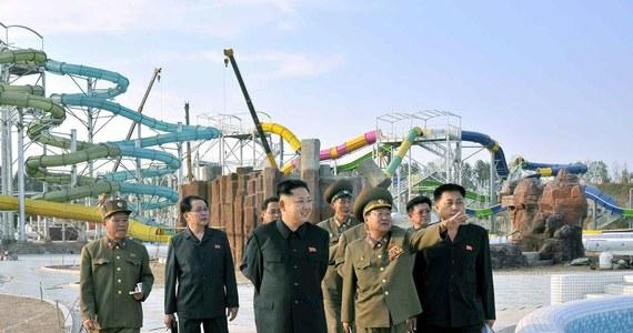 Rosja w niedzielę przywróciła połączenie kolejowe z Koreą Północną. Państwowe Koleje Rosyjskie (RŻD) podały, że licząca 54 kilometry trasa z położonej na Dalekim Wschodzie Rosji miejscowości Chasan do północnokoreańskiego portu Rason pozwoli na eksport węgla i import towarów z Korei Południowej i innych państw Azji.
