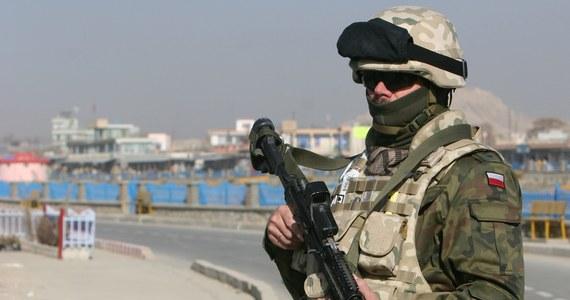 Prezydent Bronisław Komorowski podpisał postanowienie o przedłużeniu okresu użycia Polskiego Kontyngentu Wojskowego w Afganistanie o kolejne pół roku, do połowy kwietnia 2014 r. - poinformowało Biuro Bezpieczeństwa Narodowego. Kontyngent zostanie zredukowany do 1000 żołnierzy.