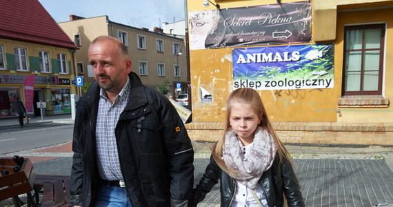 Przebywająca w Polsce niemiecka rodzina Schandorffów zamierza stąd kontynuować walkę o prawo do 13-letniej córki Antoni. Dziewczynka została im odebrana przez sąd i 7 miesięcy spędziła w przytułku prowadzonym przez Jugendamt. Rodzinie pomaga Polskie Stowarzyszenie Przeciw Dyskryminacji Dzieci w Niemczech.