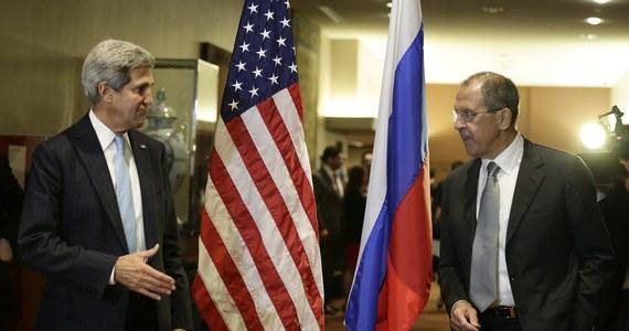 USA i Rosja wciąż nie porozumiały się w sprawie rezolucji Rady Bezpieczeństwa ONZ dotyczącej syryjskiej broni chemicznej - poinformowali przedstawiciele USA. Syria była tematem spotkania w ONZ szefów dyplomacji USA i Rosji, Johna Kerry'ego i Siergieja Ławrowa.