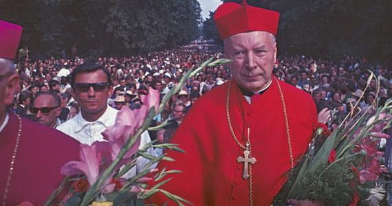 """""""On odcisnął swoje piętno. Był rzeczywistym przywódcą Kościoła w Polsce. To on nadawał kierunek, ton i to on wymagał, egzekwował, żeby ta jedna linia była realizowana przez cały Kościół w Polsce"""" - mówi o prymasie Stefanie Wyszyńskim Ewa Czaczkowska, autorka książki """"Kardynał Wyszyński. Biografia"""". Dziś mija 60 lat od aresztowania """"prymasa tysiąclecia""""."""