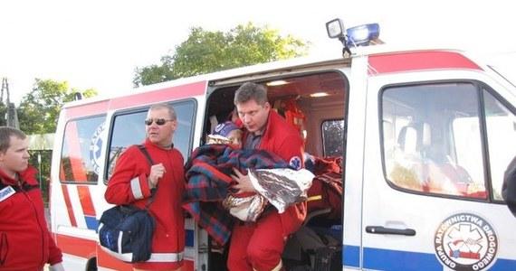 6-letni Marcin wrócił ze szpitala w Ostrowcu Świętokrzyskim do domu w Miłkowie. W nocy z wtorku na środę szukało go ponad 100 osób, śmigłowiec i psy. Odnalazł się po 14 godzinach – mokry i zziębnięty.