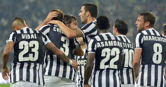 Juventus Turyn pokonał AC Milan 3:2 w meczu włoskiej ekstraklasy. Goście kończyli spotkanie w dziesiątkę po czerwonej kartce dla Mexesa. Żółtą kartkę zobaczył Kamil Glik. Jego Torino zremisowało w Genui z Sampdorią 2:2, a polski obrońca rozegrał cały mecz.
