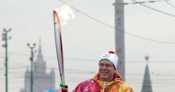 To miała być najnowocześniejsza na świecie pochodnia olimpijska o kształcie skrzydła ognistego ptaka z rosyjskich baśni. Mimo to olimpijski ogień w Moskwie zgasł już trzykrotnie, a według niektórych źródeł nawet cztery razy. To wstyd na cały świat - komentują rosyjscy internauci.