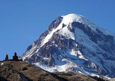 Ciało alpinisty, który zginął na Kaukazie, przetransportowano z gór