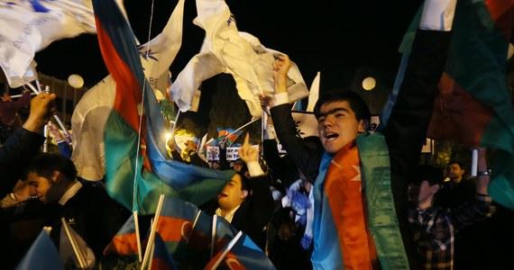 Prezydent Azerbejdżanu Ilham Alijew zapewnił sobie reelekcję, zdobywając w środowych wyborach 83,9 proc. głosów - wynika z sondażu exit poll firmy Prognosis. Kandydat opozycji Dżamil Hasanli uzyskał 8,2 proc. głosów.