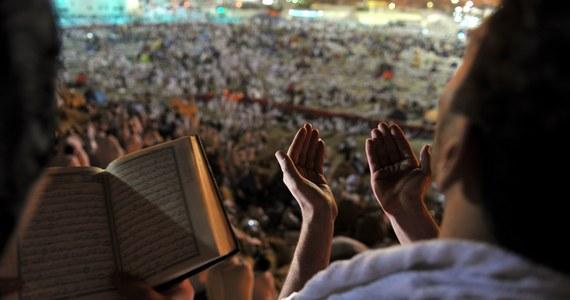 Hadżdż - pielgrzymka do Mekki, którą każdy muzułmanin powinien odbyć raz w życiu - rozpocznie się w niedzielę, gromadząc ponad 3 mln pielgrzymów ze 160 krajów. Ambasador Arabii Saudyjskiej Waleed Taher Radwan mówi, że dla muzułmanów hadżdż to podróż życia.