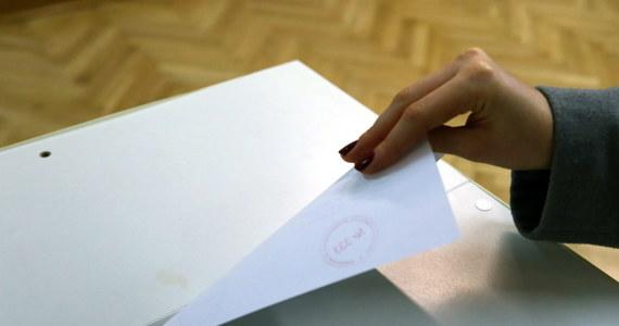 Przez cztery godziny był problemy z liczeniem głosów oddanych w niedzielnym referendum. Jak się dowiedział Mariusz Piekarski, miejska komisja nie mogła się połączyć z serwerami Państwowej Komisji Wyborczej.