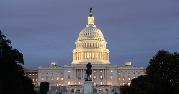 W Waszyngtonie zacięte polityczne negocjacje. Trwa wyścig z czasem, bo jutro USA mogą stać się niewypłacalne. Od początku miesiąca Stany Zjednoczone nie mają budżetu, do tego jutro osiągną dopuszczalny limit zadłużenia.