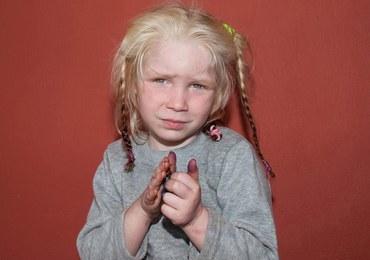 4-latka znaleziona w obozie Romów. Nie wiadomo, kim jest