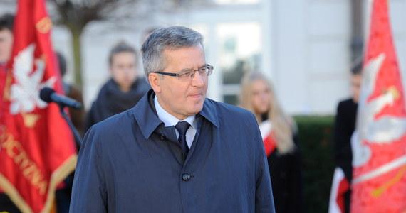 Prezydent Bronisław Komorowski jest liderem rankingu zaufania do polityków, ufa mu 69 proc. badanych przez CBOS. Na kolejnych miejscach są: minister spraw zagranicznych Radosław Sikorski (41 proc.) i szef SLD Leszek Miller (34 proc.). Najmniej Polacy ufają natomiast Januszowi Palikotowi i Donaldowi Tuskowi.
