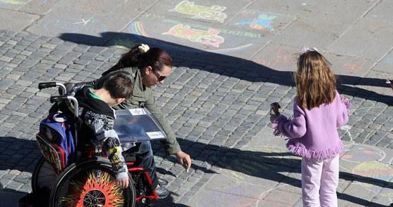 Dyrektorka ośrodka dla dzieci niepełnosprawnych w Jaszkotlu koło Wrocławia zawieszona w pełnieniu obowiązków. Taką decyzję podjął zakon prowadzący ośrodek, po kontroli kuratorium. Niepełnosprawne psychoruchowo dzieci z tego ośrodka były tam źle traktowane.