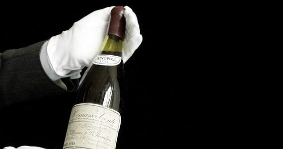 Gwardia Finansowa aresztowała we Włoszech dwóch fałszerzy jednego z najdroższych win na świecie, francuskiego Romanee-Conti, które osiąga ceny do 9 tysięcy euro za butelkę. Fałszywe  wino sprzedawano w jego ojczyźnie i w innych krajach.