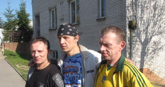 """To jedyny taki muzyczny przegląd w Polsce. W środę odbył się już 15 raz. Do  zakładu karnego w Wojkowicach w Śląskiem przyjechało 9 zespołów z całego kraju, żeby zagrać tam na festiwalu """"Blues zza krat""""."""